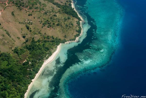Вид из самолета на остров Флорес