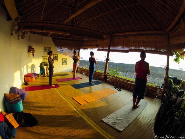 Утренняя йога в Амеде